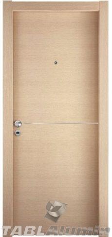 θωρακισμένη πόρτα με μοντέρνα inox λεπτομέρια ΘΠ-102